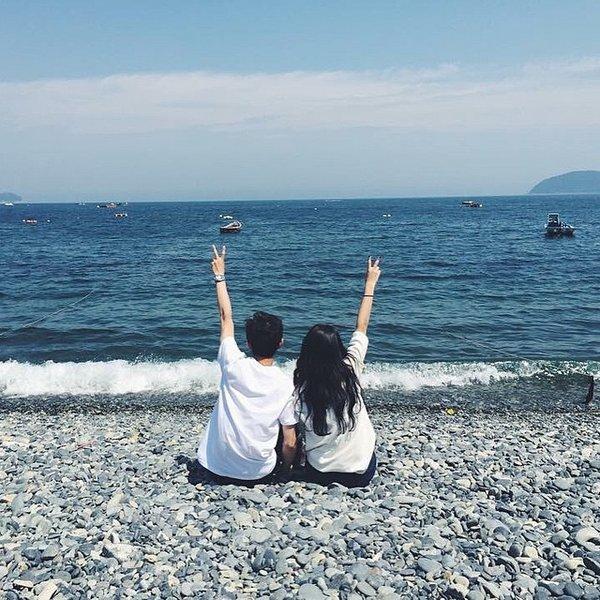 甜蜜的韩国情侣装街拍图片