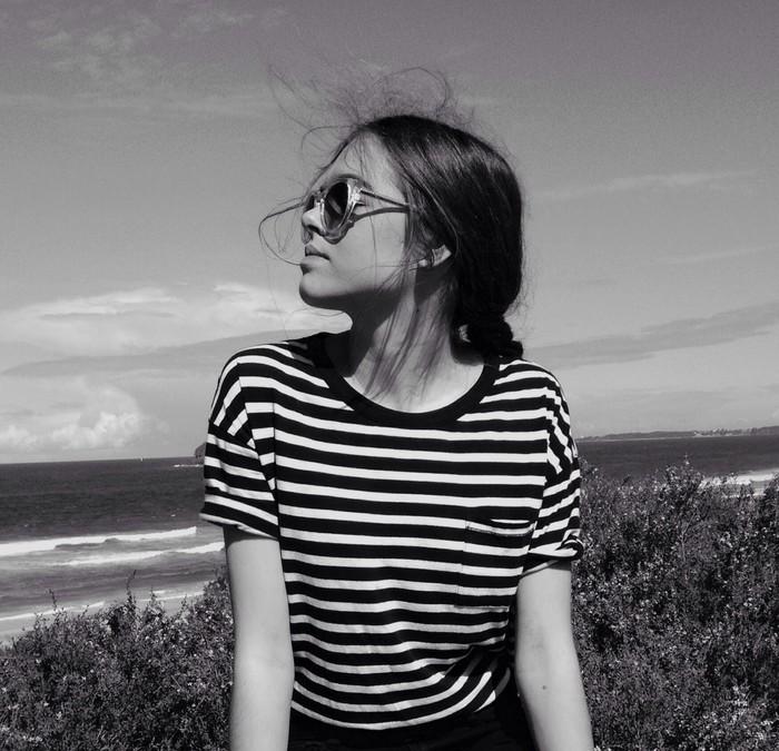 欧美黑白女生戴眼镜图片