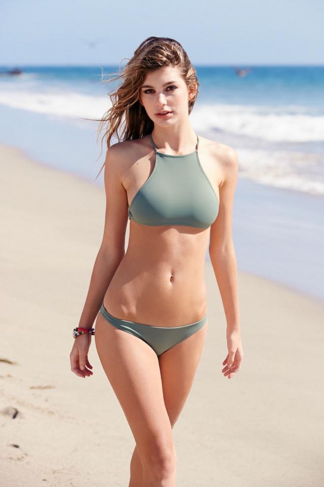 欧美沙滩美女好身材写真