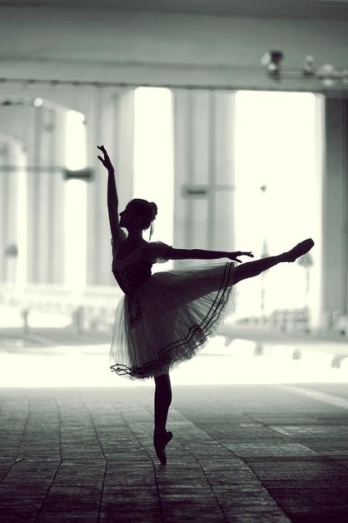我在为你舞蹈,可是你却看不见~