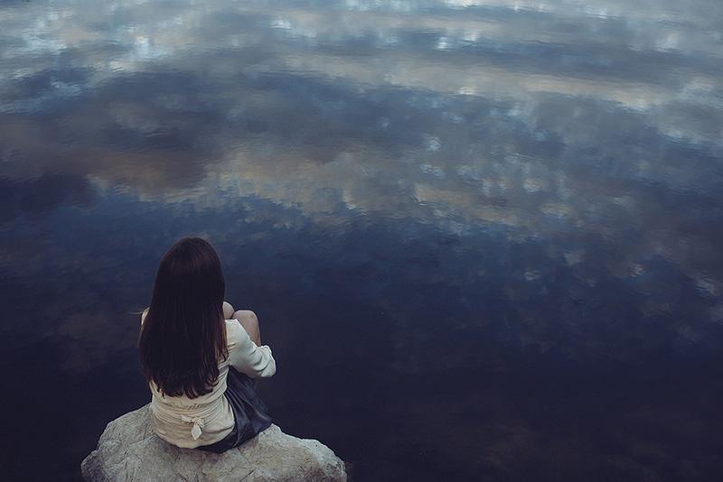 只是因为寂寞才想你 伤感欧美女生图片