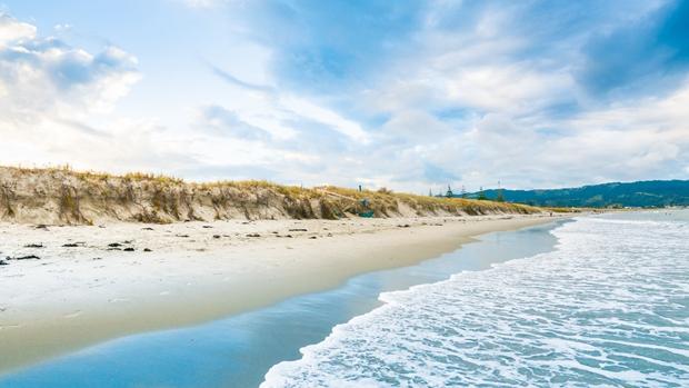 唯美的夏日蔚蓝海南热带风景图片