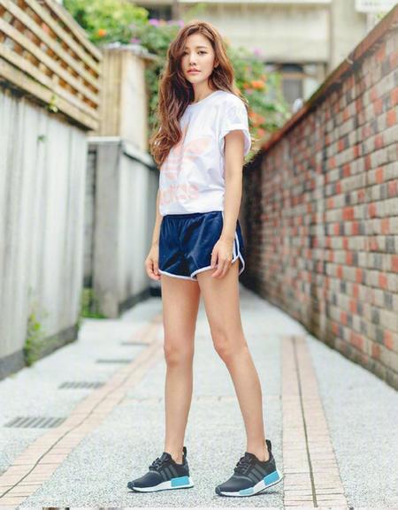台湾模特许路儿,40多岁了还跟少女一样