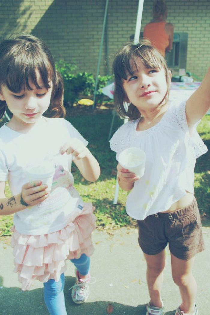 娜奥美和丽莎可爱漂亮图片