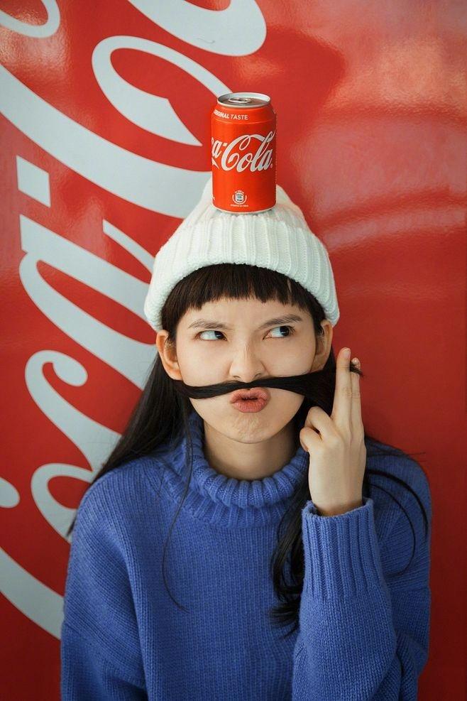 可爱女生可口可乐手机壁纸