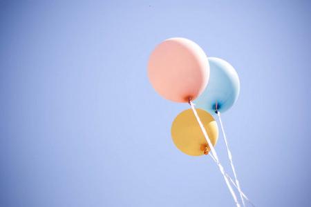 小清新可爱气球天空图片