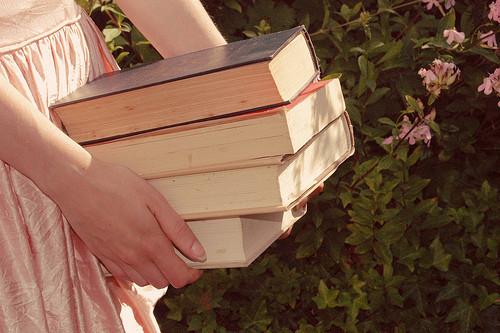 书籍静物素材唯美意境图片