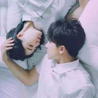 情侣头像亲吻唯美浪漫一对 躺着睡着的情侣头像