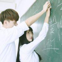 学生情侣头像在一起学习 穿校服一张两人一对