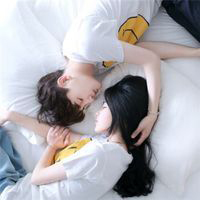 情侣头像一张两个人两张 接吻背影