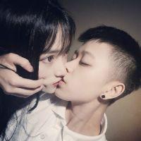 情侣接吻头像学生接吻 情侣头像一左一右霸气