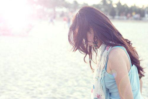 生活是一种体谅和理解  小清新伤感女生背影