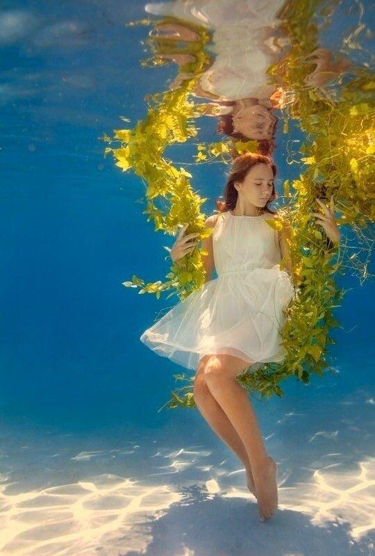 配图早安心语经典语句:欲望是一片海,人生是一叶舟