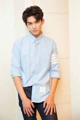 三石弟弟吴磊帅气衬衫写真手机壁纸