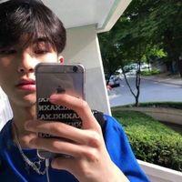 帅气拿手机耍酷的男生微信头像大全 男生拿手机图片个性头像