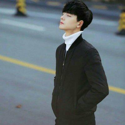 男生低调成熟的微信头像霸气大全 帅气背影侧面男生图片头像