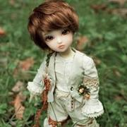 忧伤神情可爱的男芭比娃娃微信头像