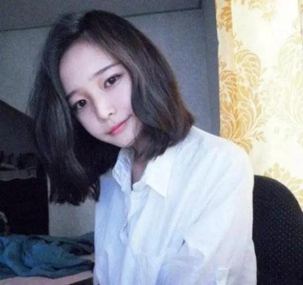 小清新短发女生个性自拍微博头像图片juzi1.cn