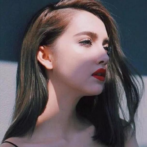 时尚漂亮的欧美微信美女红唇头像图片