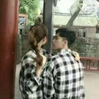 QQ情侣头像一对两张最甜密