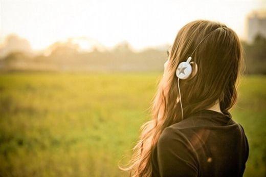 听音乐意境图片_烦恼时用首歌来平复我心情