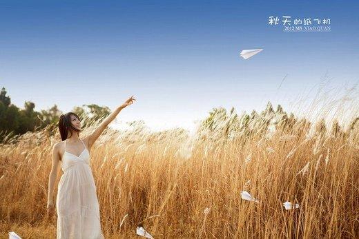 放飞纸飞机图片_爱飞得越远 越容易忘