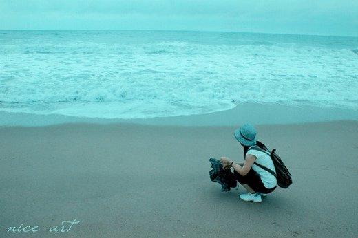看海的女生图片_我们是不是要珍惜一切 即使没有拥有