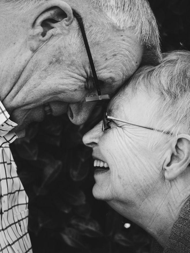 来年人的爱情,黑白爱情图片