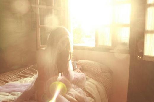 唯美少女逆光的意境背影图片大全