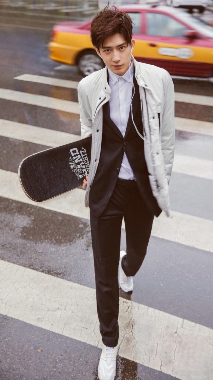 井柏然高清街头帅气滑板手机壁纸
