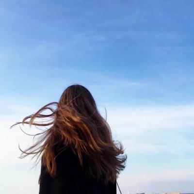 小清新的长发女生背影微信头像精选