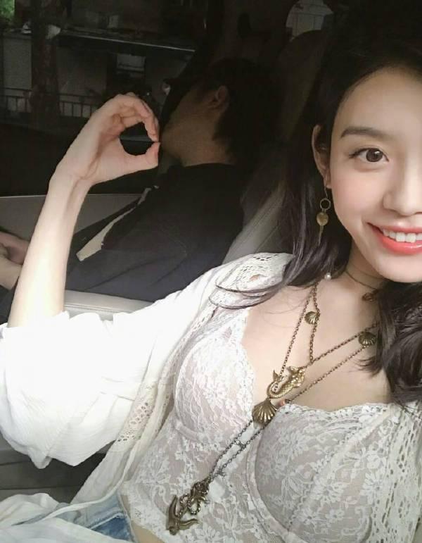 今日妹子图,笑容甜美的女生