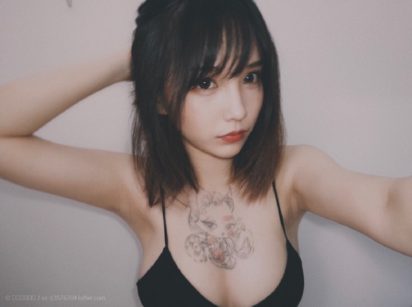性感霸气纹身美女,短发气质啊