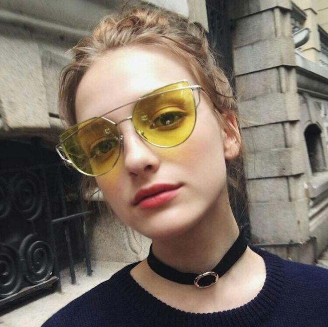 好看的戴眼镜欧美女生头像