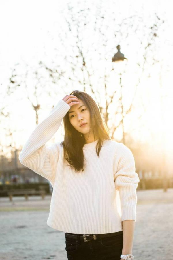 温暖文艺范的大表姐刘雯街拍图片