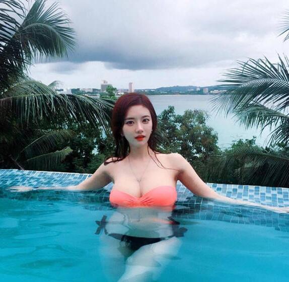 韩国网络女主播韩申颖美图很多,令人惊叹的犯规身材