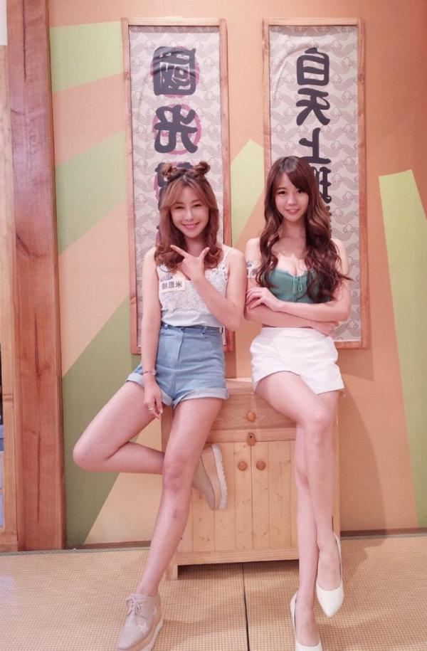 双飞妹子,两个漂亮妹子美女图