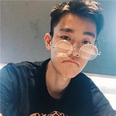韩系潮流帅气男生头像2018大全 除了爱笑我最爱的就是你了
