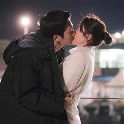 亲吻图片情侣大全唯美图片 生活很难只想被哄着过完