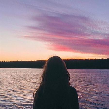 背影图片女唯美伤感孤独 你那么孤独却说一个人很好