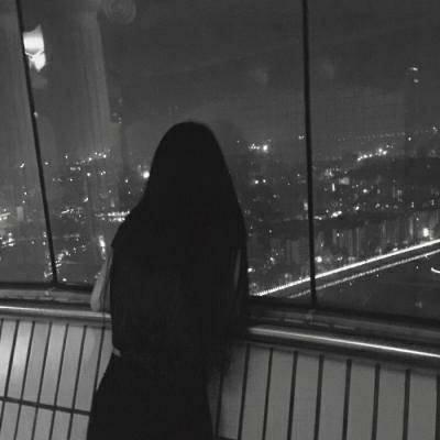 微信情侣个性头像两张一男一女 不喜热闹又怕孤独这就是我