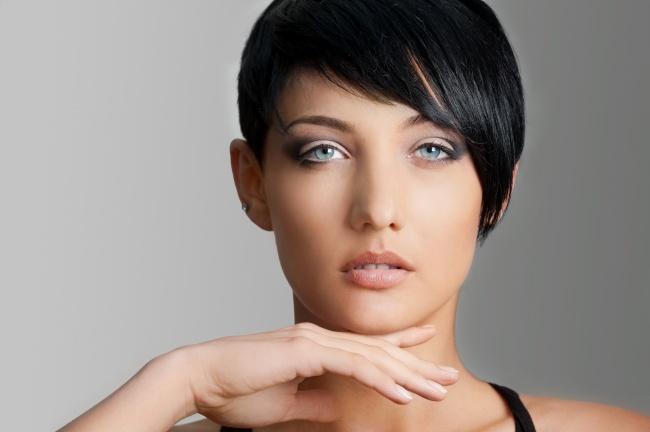 欧美黑色短发美女图片