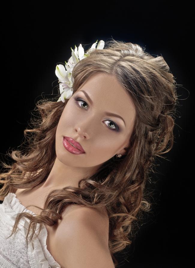 欧美图片,戴花饰的欧美卷发美女图片