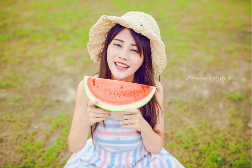 夏天吃西瓜的句子 吃西瓜的幽默心情说说